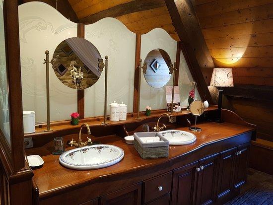 Salle de bain Art Déco Taverne d\'Arthur - Picture of Le CDV ...