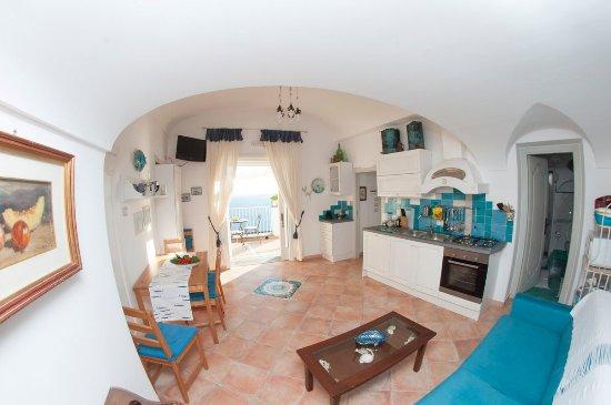 salone con cucina con vista - Picture of Calanteluna, Praiano ...