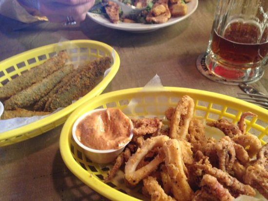 Fried calamari with chipotle dipping sauce and fried pickles - Picture ...
