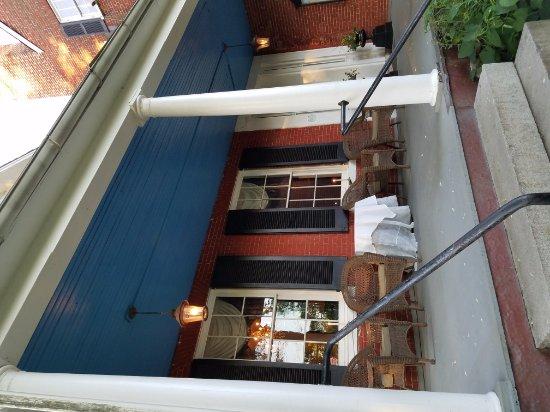 Elkridge, MD: View of front entrance