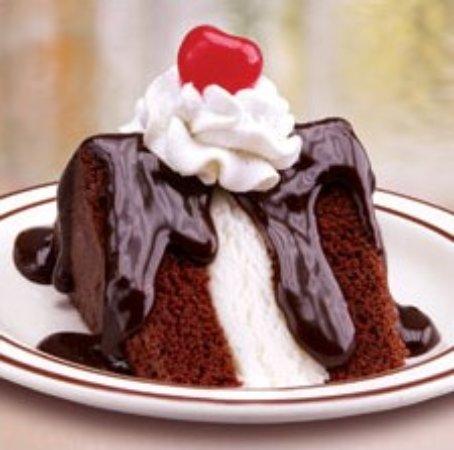 Napoleon, OH: Frisch's Big Boy Hot Fudge Cake