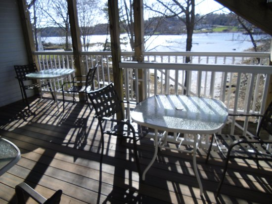 Damariscotta, ME: Waterfront deck!