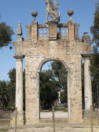 Giardini del Frontone : ARCO
