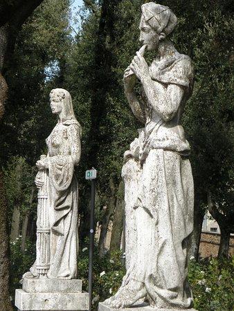 Giardini del Frontone : STATUE