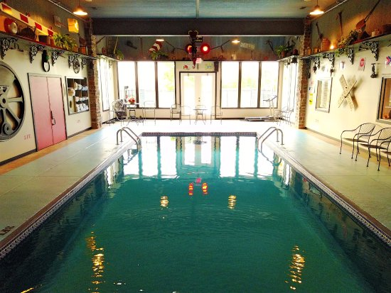 La Plata, MO: Locomotive featured Indoor Pool