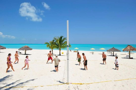 Treasure Cay, Great Abaco Island: Volley Ball at Coco Beach Bar & Grille