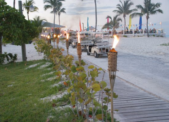 Treasure Cay, Great Abaco Island: Evening at Coco Beach Bar & Grille