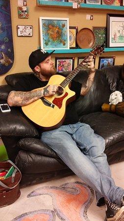 Prescott Valley, AZ: Open Mic guy playing guitar
