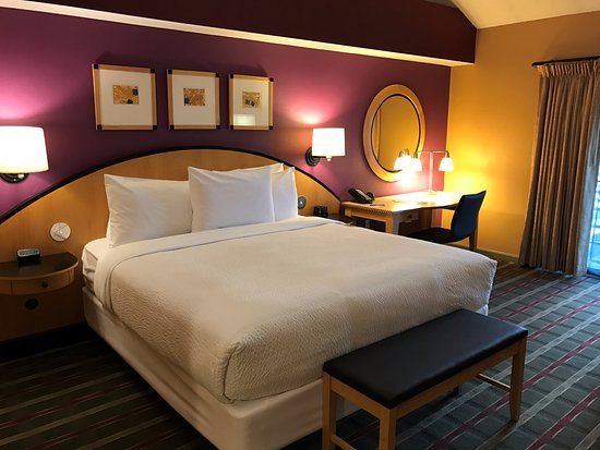 Pier 5 Hotel: King Bed Guestroom
