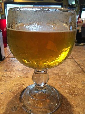 Morgantown, Virgínia Ocidental: Too large beer glass