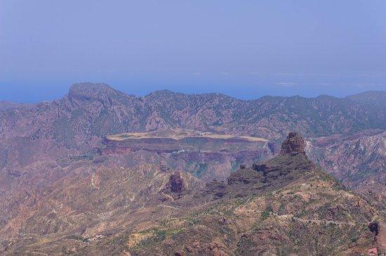 Artenara, Spagna: Płaskowyż Mesa de Aacusa widoczny z Roque Nublo