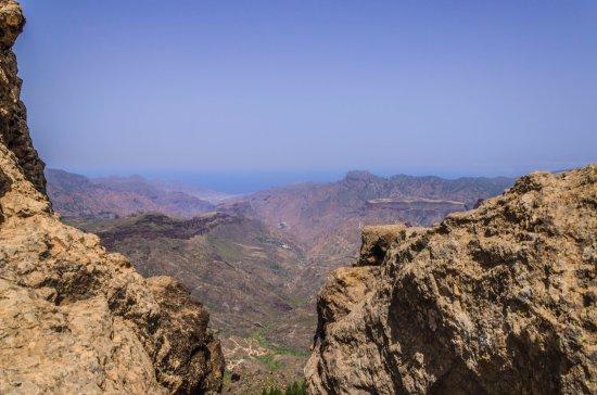 Artenara, España: Płaskowyż Mesa de Aacusa widoczny z Roque Nublo