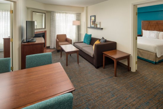 Residence Inn Portland North Harbour: Two Bedroom Suite Living Area