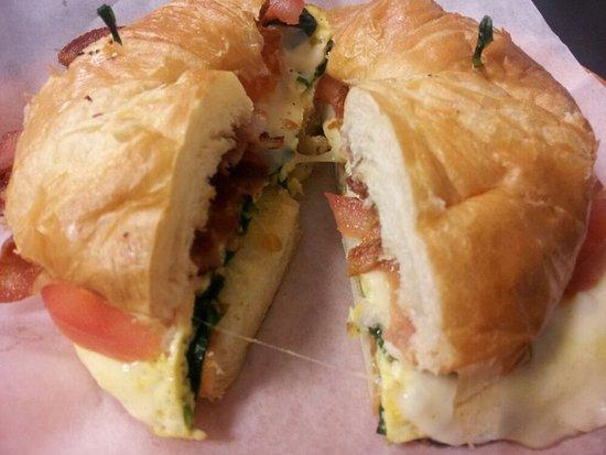 La Mesa, Καλιφόρνια: Croissant Breakfast Sandwich