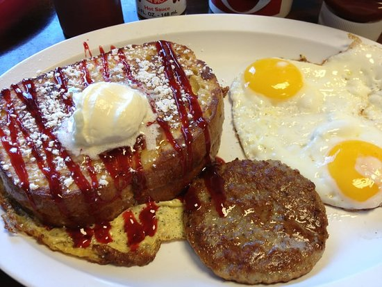 La Mesa, Kalifornien: Stuffed french toast with sausage and eggs