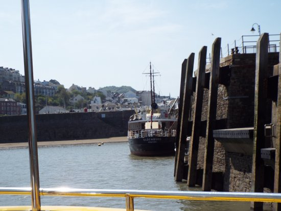 Ilfracombe, UK: View on entering the harbour from the sea. Lundy Island supply vessel shown.