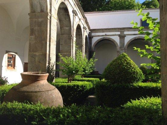 Redondo, Portugal: In de vroegere pandgang kun je rustig lezen, een glaasje drinken of ontbijten.