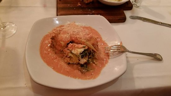 Gennaro's Trattoria: Chicken lasagna, spinich