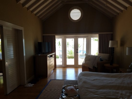 Elbow Beach, Bermuda: French doors onto the lanai from both the BR & LR