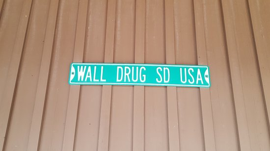 Wall, SD: Road sign