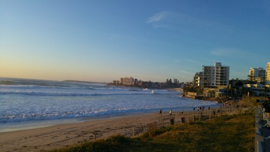 Cronulla, Austrália: Early morning joggers