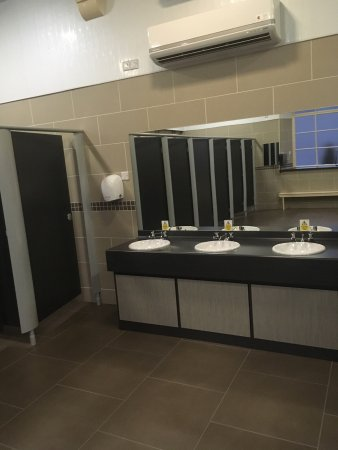 Lockerbie, UK: Grounds and spotless ladies shower room.