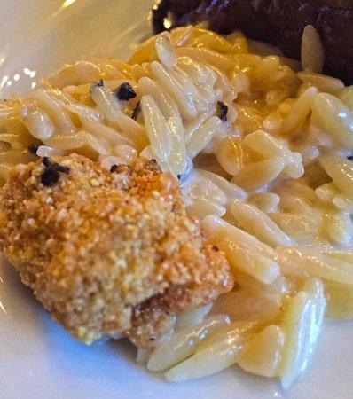 Denton, TX: Mac n Cheese with Fried Artichoke Heart - Very Very Good