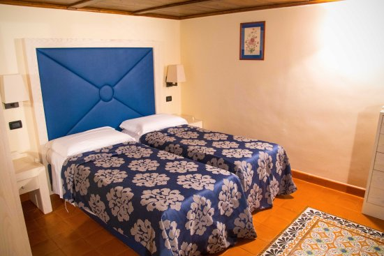 Maison Tofani: Two beds in the room