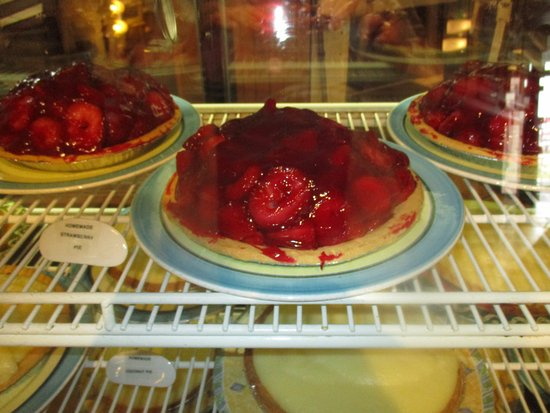 Oshawa, Kanada: Strawberry pies galore!