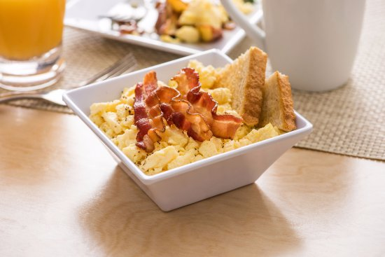 Hyatt Place Omaha Downtown Old Market: Classic American Bowl with Bacon