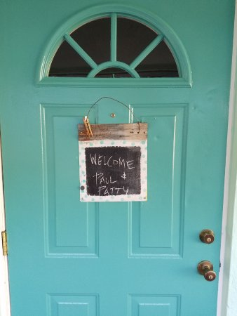 Mango Street Inn: Personal message on each door.