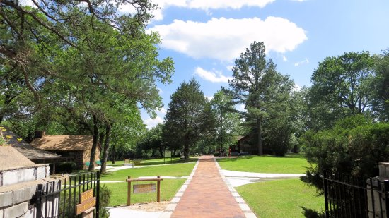 Sequoyah's Cabin: A view of the grounds from the entrance.