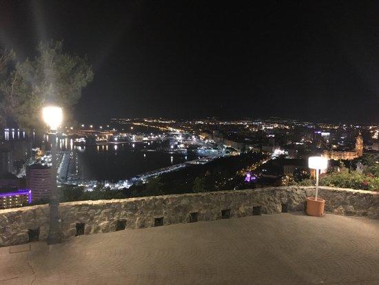 Parador de Malaga Gibralfaro: Stunning views, friend people, great rooms with a perfect view