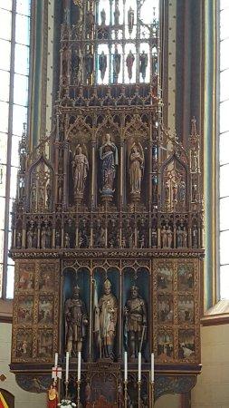 St. Egidius Basilica : Main altar