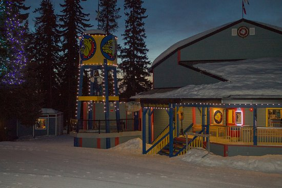 Silver Star, Canada: Bulldog at night