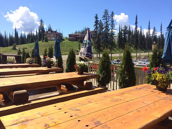 Silver Star, Canada: Summer on the patio