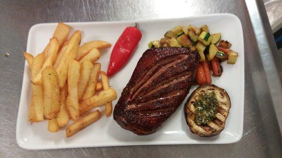 Roujan, Frankrig: Différent plat que propose le restaurant