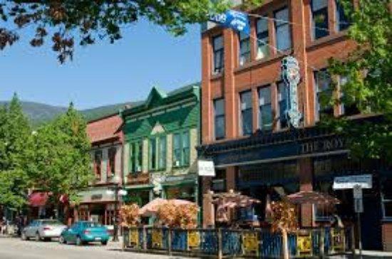 Nelson, Canada: Vibrant Historic Baker Street