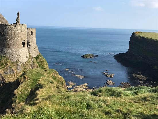 Dunluce Castle: So beautiful, right by the sea.