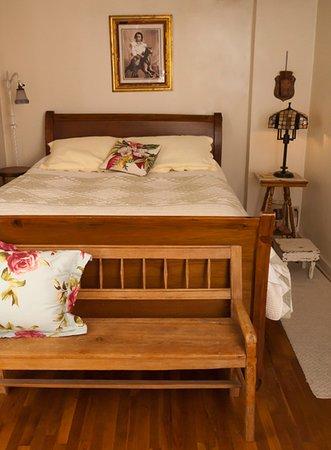 Weston, Μιζούρι: Bed in Clemmie's Suite