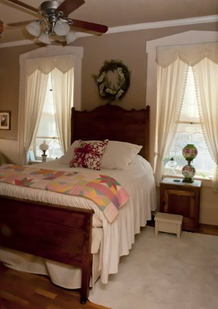 Weston, Μιζούρι: Bed in Quilt Room