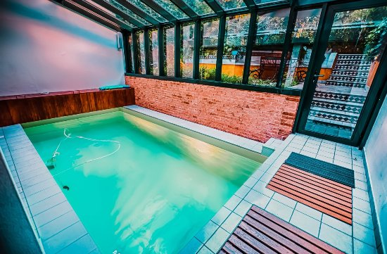 Paris oasis updated 2017 specialty inn reviews price for Piscine 75018
