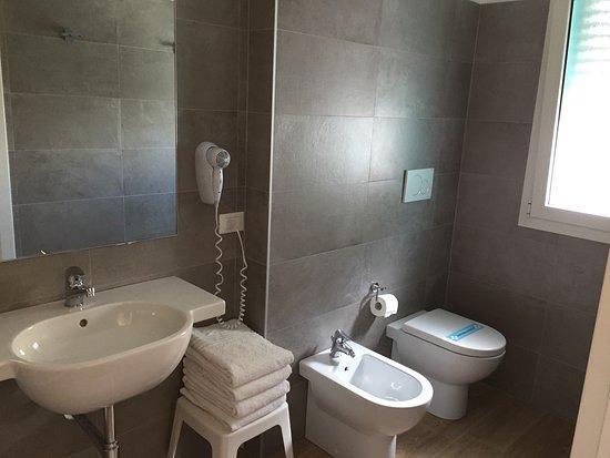 Hotel Gardenia: Modernes Badezimmer