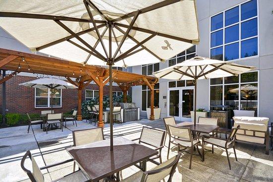 Homewood Suites by Hilton-Hillsboro/Beaverton: Patio Area