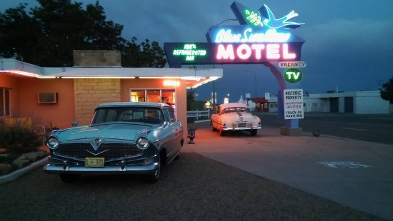 Tucumcari, NM: Neon Sign and Classic cars at Sunset