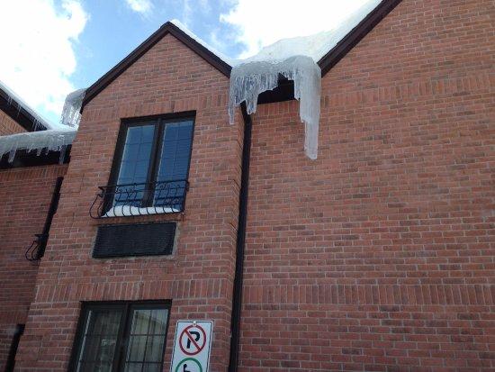 Hotel Spa Chateau Sainte-Adele: Falling Ice...