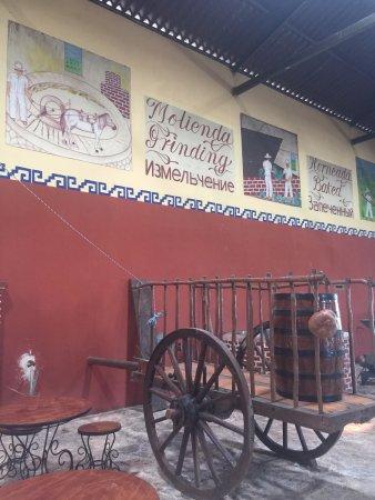 Destileria Artesanal de Agave: Интерьер.