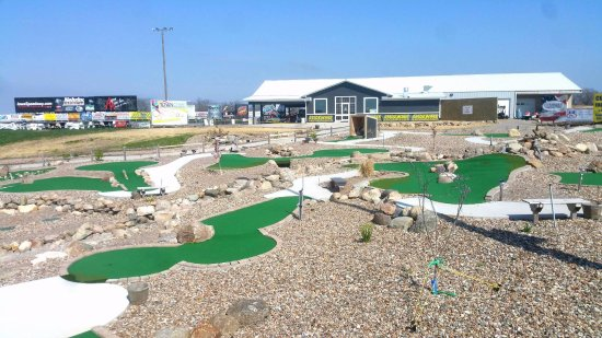 Knoxville, IA: Mini Golf
