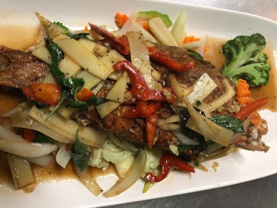 Redington Shores, Флорида: Whole red snapper with basil sauce and more