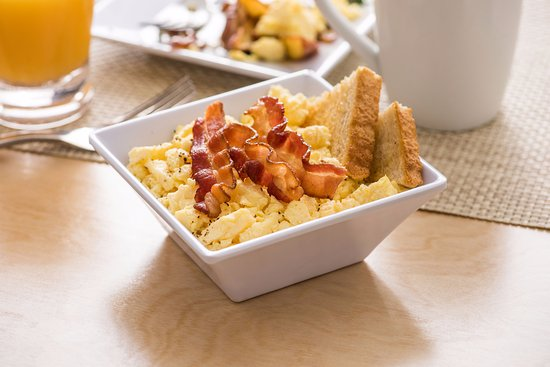 Hyatt Place Richmond / Arboretum: Classic American Bowl with Bacon